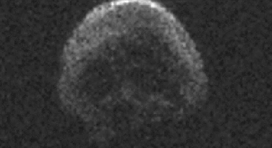 Lørdag aften passerer en velvoksen asteroide forbi Jorden. Men der er ingen fare på færde, forsikrer Nasa.