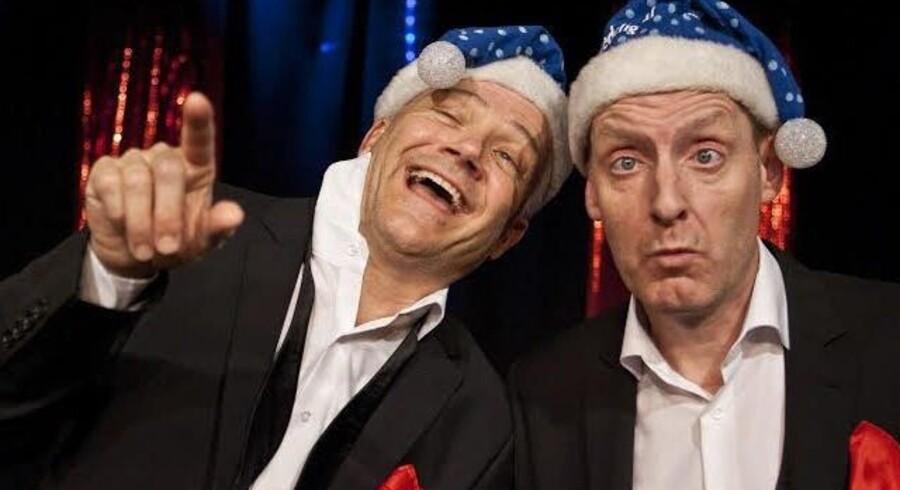 Skål i skibet: Karsten Jansfort og Jacob Morild drikker julen ind på Café Liva.