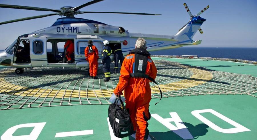 Mærsk Oil - Oliefelter Nordsøen - Boreplatforme. Billeder fra tur 19.06.2012 til Dan feltet og Halfdan feltet i forbindelse med 40 året for den første produktion. Her er det fra Dan feltet og helikopter fra Bel Air ( BelAir)