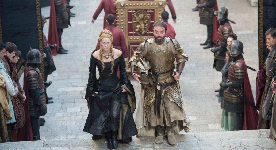Er Cerseis greb om magten ved at smuldre i kølvandet på hendes faders død? Nye alliancer indvarsler skift i herredømmet over Westeros.