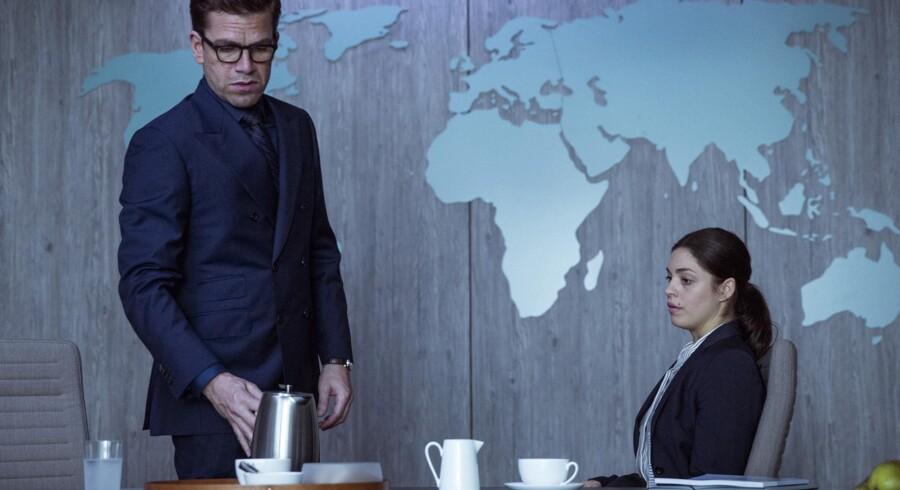 Nikolaj Lie Kaas fatter atter interesse for sin chefjurist Natalie Madueño. Men det er ikke til at vide, hvad hans motiv er. Foto: Christian Geisnæs