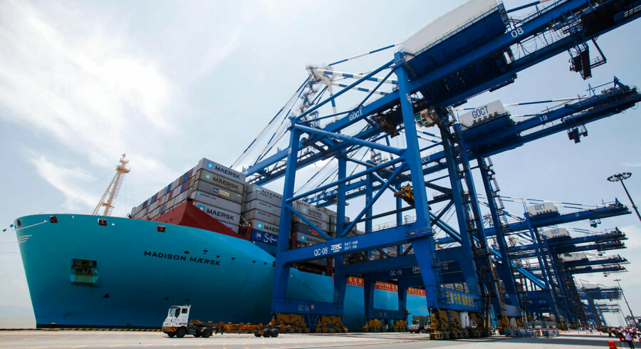 "Triple-E class container ship ""Madison Maersk"" of Maersk Line loaded with containers is berthed at Nansha port in Guangzhou, Guangdong province June 26, 2014. Measured 400-metre-long and 58-metre-wide, Madison Maersk is one of the largest ships in the world, which can hold 18, 000 20-foot containers. The ship docked in Guangzhou for the first time on Thursday and will be sailing on Asia-Europe route, local media reported. Picture taken June 26, 2014. REUTERS/Alex Lee (CHINA - Tags: MARITIME BUSINESS)"
