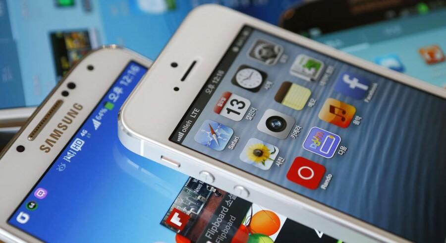 Kreditvurderingsbureauet Fitch advarer teknologigiganterne Samsung og Apple om, at de formentlig kan se frem til stagnation på visse markeder.
