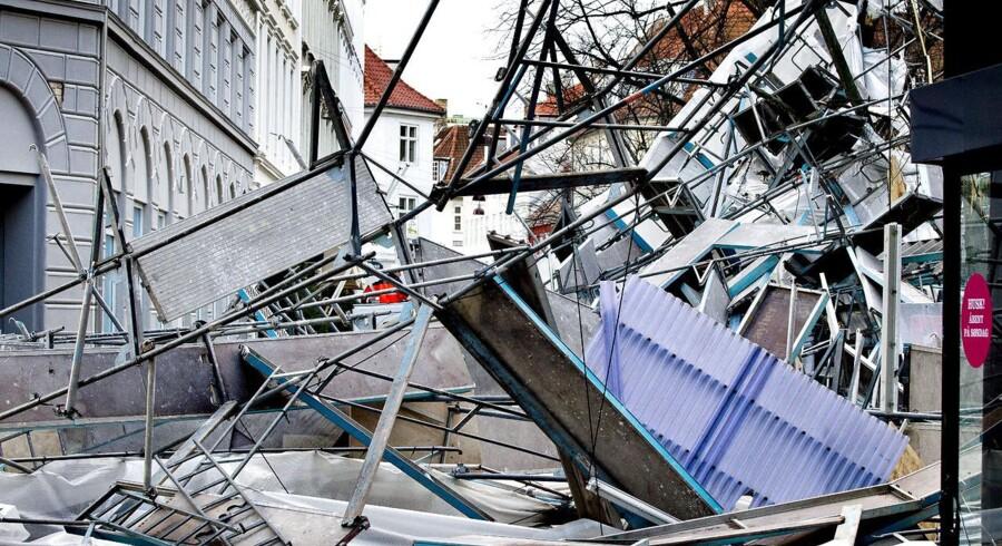 Stormen Bodil rev torsdag nat et stillads ned på Nikolaj Plads i Københavns Centrum.