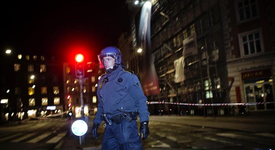 Storm i Danmark. Politiet har spærret et stort område på Trianglen i København af, pga. fare for, at et stillads styrter sammen i blæsten.