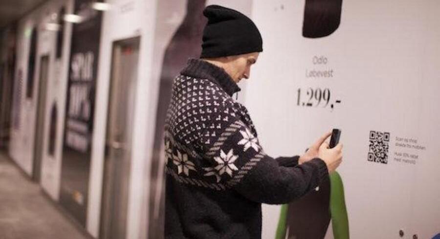 Omtrent en halv million mennesker passerer igennem stationen hver uge året rundt, så Nørreport Statione var et oplagt sted at præsentere noget så usædvanligt som en digital modebutik på en fysisk platform i størrelse XL.