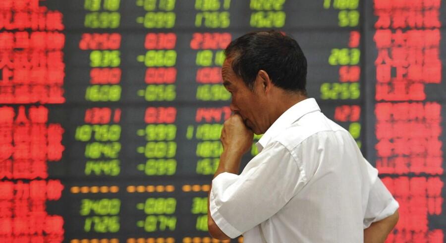 Investorer, der låner aktier for at spekulere i kursfald, er nu tvunget til at vente en dag med at levere de lånte aktier tilbage.