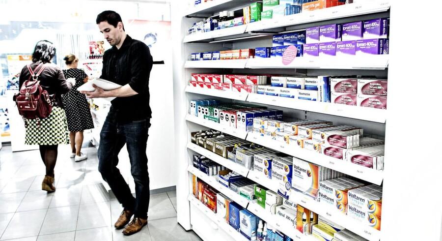 Sverige fremhæves både som et skrækeksempel og et forbillede i den danske debat af moderniseringen af det danske apotekssystem. Svenskerne har forlængst liberaliseret apotekerne, så man kan købe medcin i dagligvarebutikker.