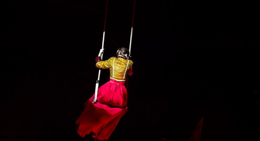 Cirkusdirektørens søn, Patrick Berdino, medvirkede sidste år i Vild med Dans og har hevet to andre deltagere med i cirkus i år - James Sampson, og Sara Maria Franch-Mærkedahl, der også kommer op at flyve under forestillingen.Se flere billeder ved at klikke videre.