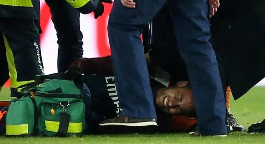 Neymar måtte bæres fra banen i søndagens Ligue 1-kamp mod Marseille efter et vrid i anklen. Nu venter mindst seks ugers pause, oplyser hans far til brasilianske ESPN. Reuters/Stephane Mahe/arkiv