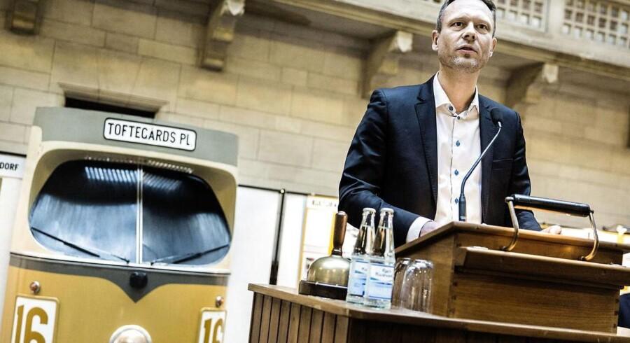 Ifølge kultur- og fritidsborgmester Carl Christian Ebbesen (DF) »giver det mening«, at Københavns kommende friby-forfatter skal bekæmpe ekstremisme.