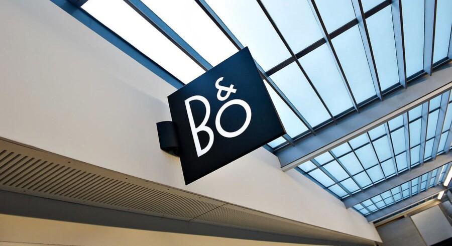 Det er ikke faldet i god jord blandt investorerne, at Bang og Olufsen skifter den nuværende direktør, Tue Mantoni, ud med Henrik Clausen 1. juli. En aktie i selskabet faldt tirsdag morgen 2,8 pct. - men rettede sig efter lidt tid til et fald på 0,7 pct. til 71,50 kr.