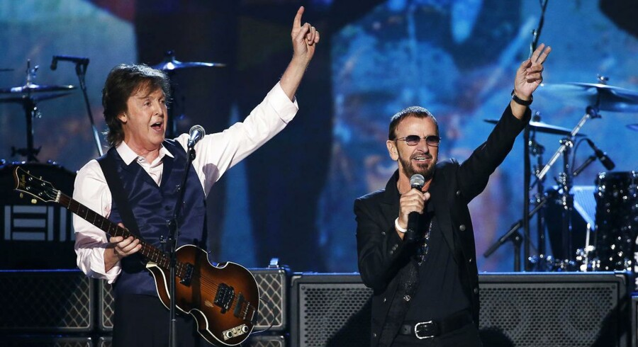 Ringo Starr (til højre) sammen med Paul McCartney under en tv-performance i 2014.