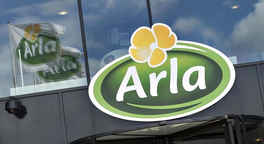 Mejerigiganten Arla med hovedsæde i Viby ved Aarhus er kommet i modvind i Sverige, efter et TV-program har afsløret bøndernes utilfredshed med mejerikooperativet og beslaglæggelse af medarbejderes pas.