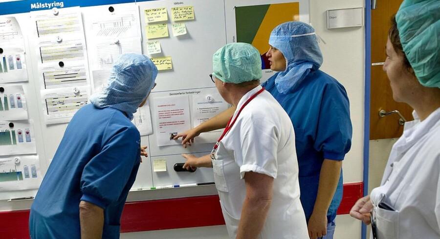 ARKIVFOTO. FOA frygter, at aftalen mellem regeringen og regionerne vil betyde fyringer på hospitalerne. Her er det et billeder fra Næstved-Slagelse Sygehus, der har øget produktiviteten gevaldigt det senere år. Foto: Keld Navntoft / Scanpix 2013