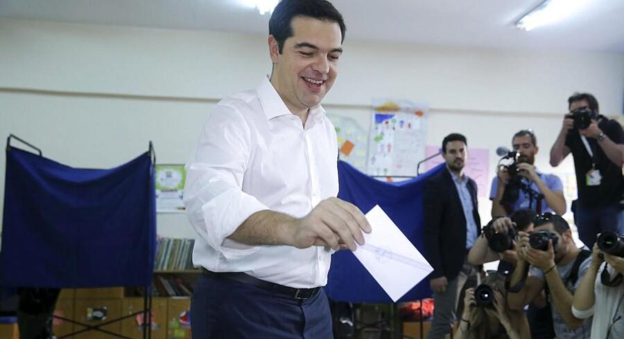 Den græske premierminister, Alexis Tsipras, afgav søndag formiddag sin stemme til den græske folkeafstemning om de internationale kreditorers reformkrav.