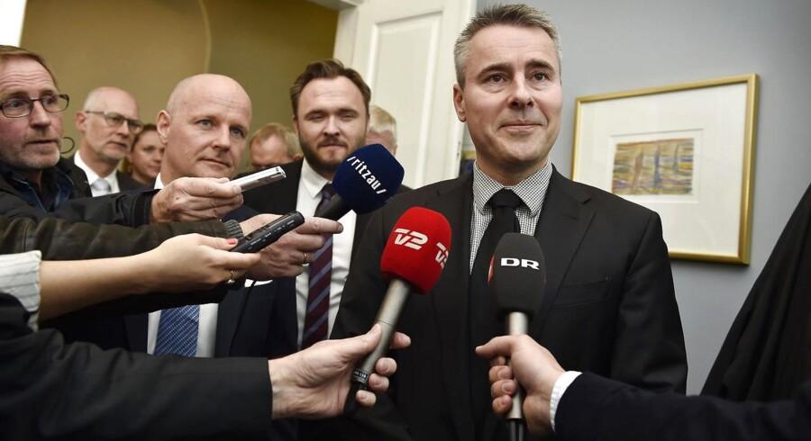 Fødevareminister Dan Jørgensen præsenterer sammen med erhvervsminister Henrik Sass Larsen en fond på to milliarder kr., der skal hjælpe det kriseramte landbrug. Der er opbakning fra Finansrådet og realkreditten.