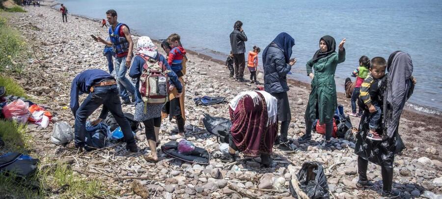 Arkivfoto: Nyankomne afghanske flygtninge der lige er ankommet med gummibåd til Grækenland fra Tyrkiet.