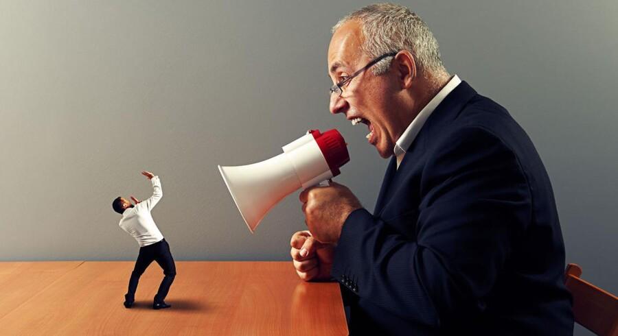 Er du træt af din chef? Hos amerikanske Zappos bliver alle chefer i organisationen nu fjernet. Men ikke alle har lyst til at arbejde under såkaldt Holacracy. 14 procent af medarbejderne har på grund af organisationsændringerne sagt op.