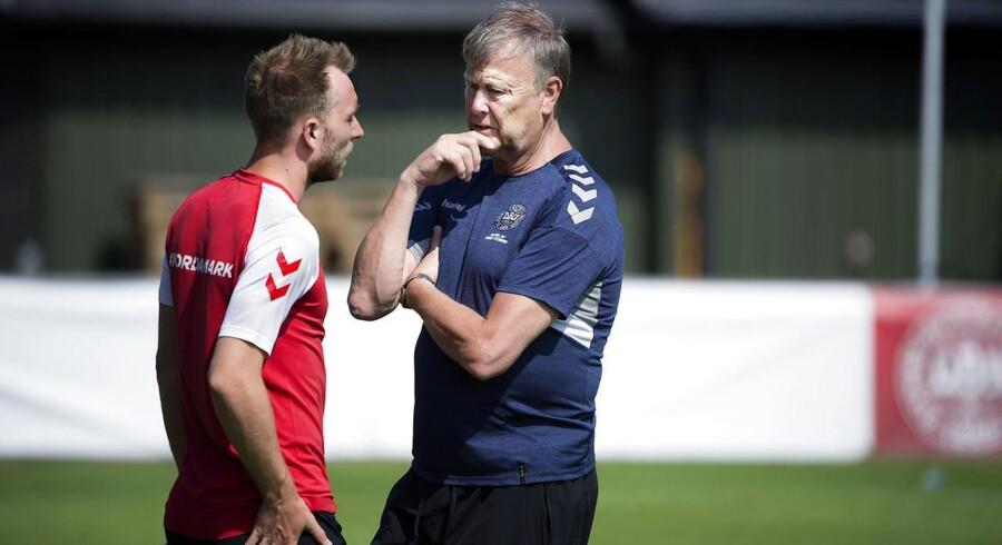 (ARKIV) Christian Eriksen og landstræner Åge Hareide under en landsholdstræning i Helsingør.