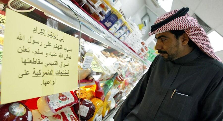 I et supermarked i Saudi-Arabiens hovedstad, Riyadh, blev der under Muhammed-krisen opsat advarsler mod danske produkter. Foto: Hassan Ammar/AFP