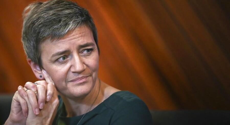 - I stedet for at konkurrere med hinanden har disse selskaber i over fire år aftalt at hæve prisen på konvolutter kunstigt i en række medlemslande, siger konkurrencekommissær Margrethe Vestager i en meddelelse.