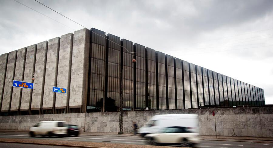 Efter tre rentesænkninger på 11 dage stopper Nationalbanken nu også med at udstede statsobligationer. BV:Danmarks Nationalbank på Havnegade i København. (Foto: Jeppe Bjørn Vejlø/Scanpix 2015)