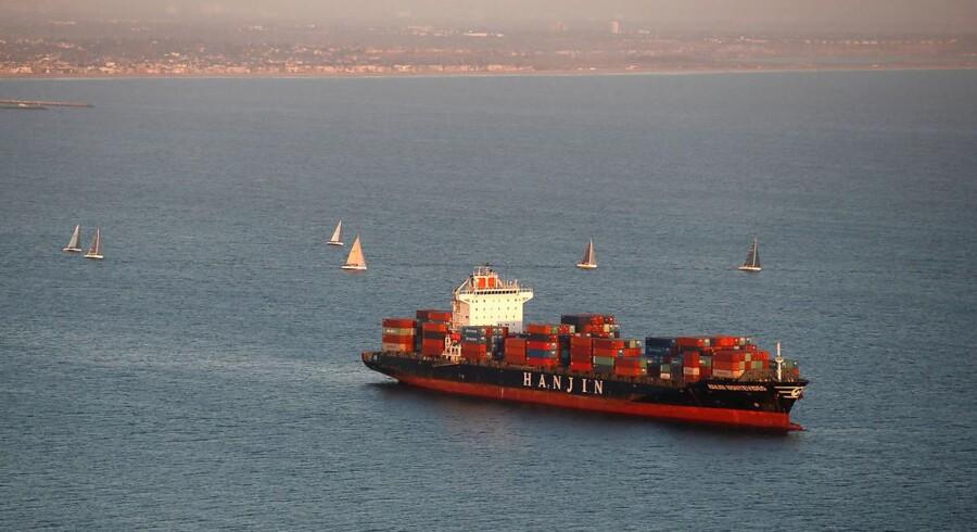 Et Hanjin-skib ligger strandet i farvandet ud for den californiske havneby Long Beach.