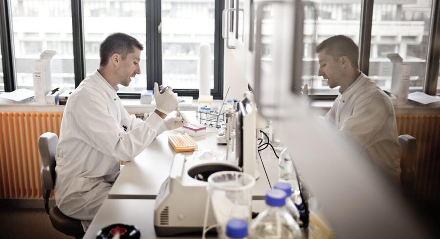Romain Barrés er schweizisk forsker, der arbejder ved Novo Nordisk Fondens metabolismecenter, hvor han blandt andet forsker i, hvorfor folk, der får fedmeoperationer, bliver helbredt for sukkersyge. Romain Barres er lektor, en kommende stjerne, og fortæller, hvorfor han har valgt at komme til Danmark for at forske. Foto: Asger Ladefoged