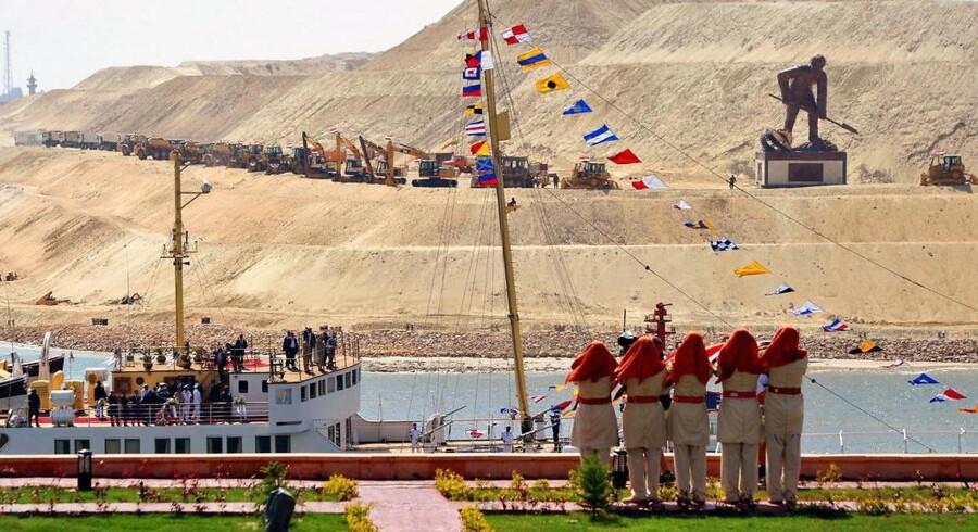 Egyptens præsident Abdel Fattah al-Sisi ankom til den pompøse åbningsceremoni af den nye kanal i et skib fra 1869 - samme år som Suezkanalen åbnede.