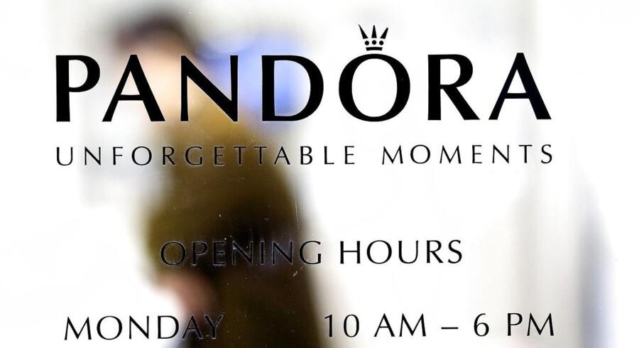 """Pandora opjusterer med en milliard Smykkevirksomheden Pandora opjusterer sine forventninger til regnskabsåret 2015 til """"mere end 15 milliarder kroner"""" efter regnskab for første kvartal."""