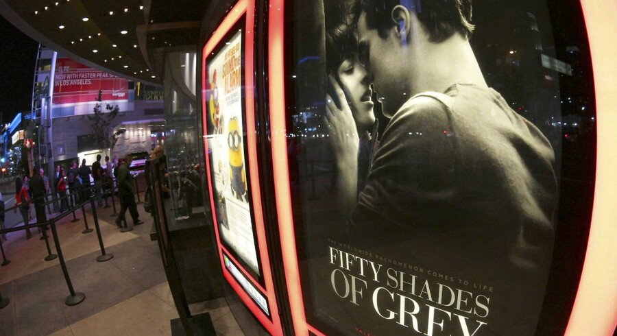 En filmplakat for Fifty Shades of Grey i USA, hvor den har indbragt sine producenter svimlende beløb. REUTERS/Jonathan Alcorn/Scanpix