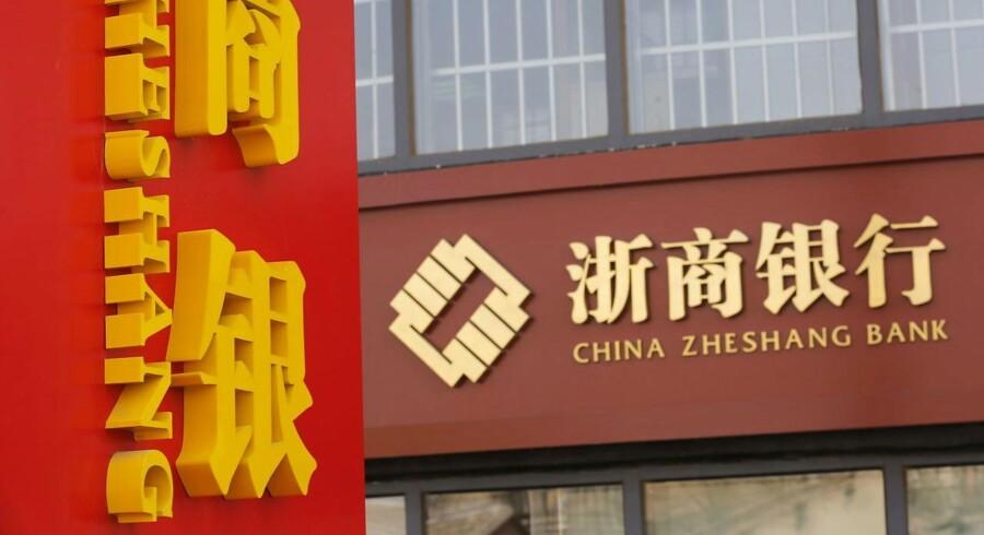 Den kinesiske centralbankchef, Zhou Xiaochuan, advarede lørdag ved en briefing i Beijing de kinesiske banker om en øget kreditrisiko i forbindelse med stigende ejendomspriser i de største byer.