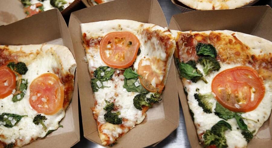 Kinesere har investeret milliarder i den britiske pizzakæde PizzaExpress.