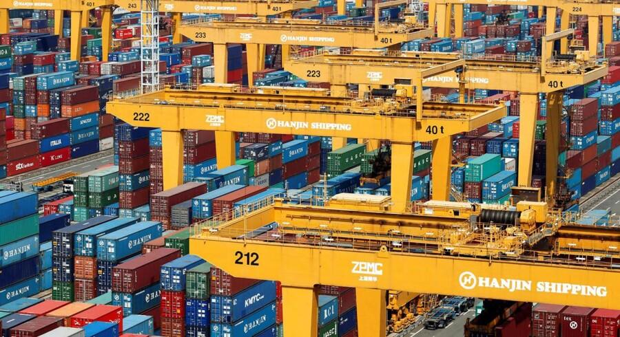 Handlen med aktierne i Hanjin Shipping blev tirsdag suspenderet på børsen i Seoul, men var forinden faldet med 24 pct. fra mandag.