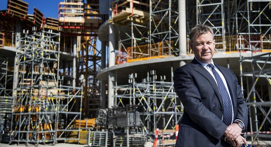 Bestyrelsesformand Peter Appel, Gorissen Federspiel, foran byggeriet af deres nye domicil Axel Towers.