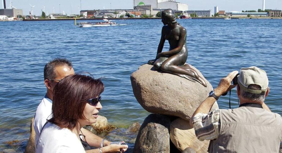 """ARKIVFOTO. Mere end 372 krydstogtskibe lagde til kaj i København ved Langelinje i 2012, hvor den berømte """"Lille Havfrue"""" hvert år tiltrækker turister fra hele verden."""