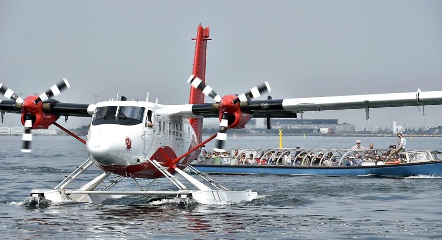 Det er lettere at navigere Danmarks første vandflyv-rute fra København til Århus og retur. end at finde vej i bureaukratiet på jagten efter tilladelser i massevis. Men det lykkedes, og mere end 30 tilladelser senere kom flyet onsdag i luften med de første passagerer. (Foto: Jens Nørgaard Larsen)