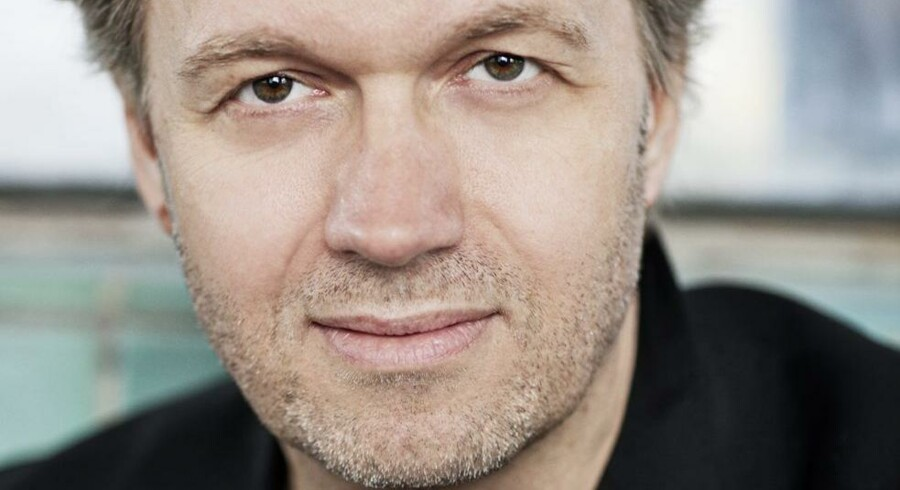 Jakob Melander bruger sin baggrund som punker i forfatterskabet.