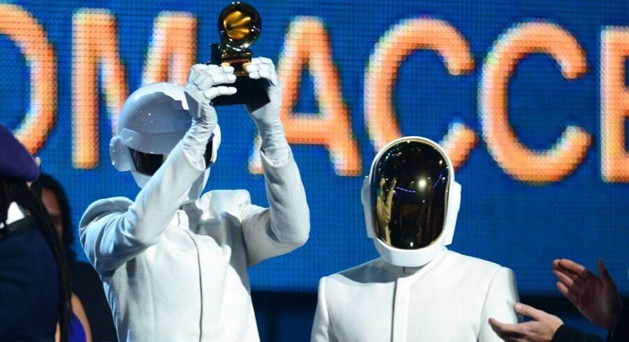 """Daft Punk på scenen som vindere af Årets hit: """"Get Lucky."""""""