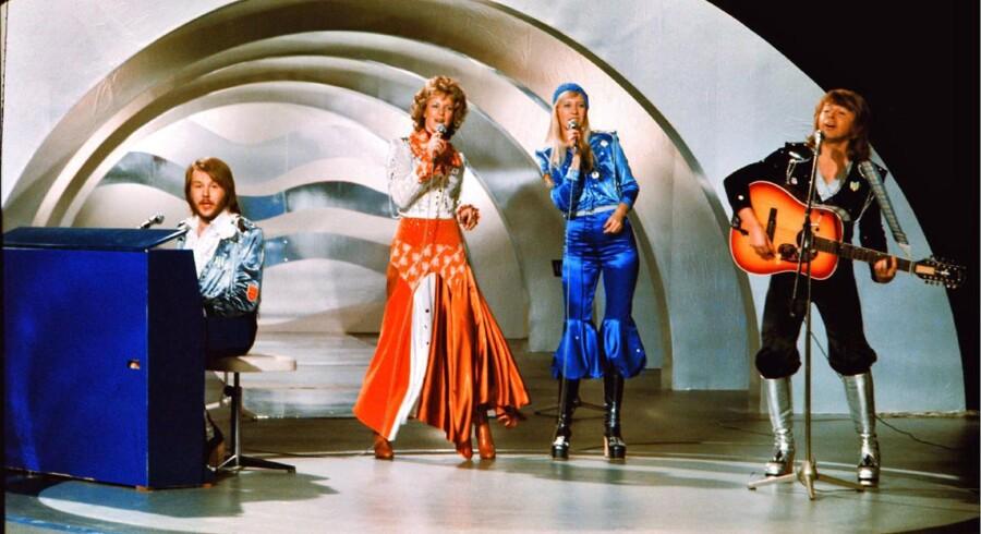 Det Europæiske melodigrandprix fylder 60, og de seks årtier har budt på utallige mindeværdige stunder. Dyk med ned i billederne her.Den svenske popgruppe Abba fremfører deres vindersang »Waterloo« iført silkesæt og plateaustøvler Brighton i 1974.Sangen er senere blevet kåret som den bedste eurovision-sang nogensinde.