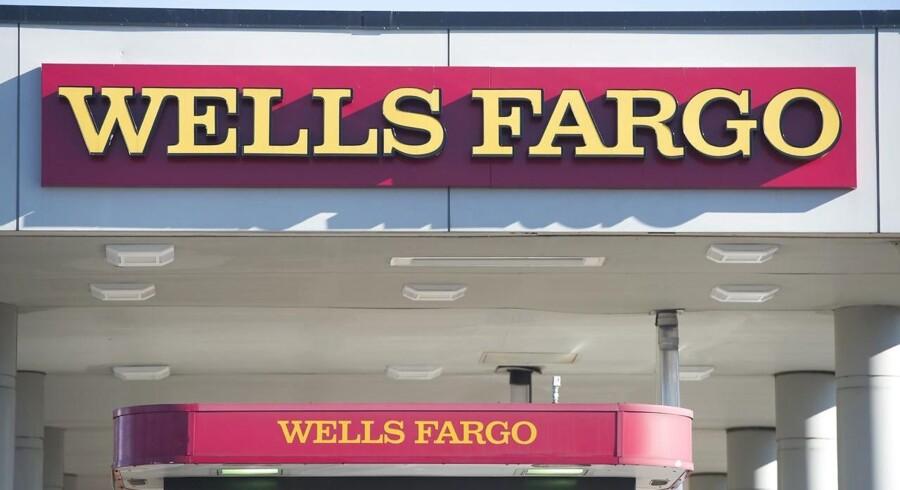 På baggrund af erstatningskravet har Wells Fargo reduceret sine forventninger til indtjeningen per aktie for 2015, skriver Bloomberg News.