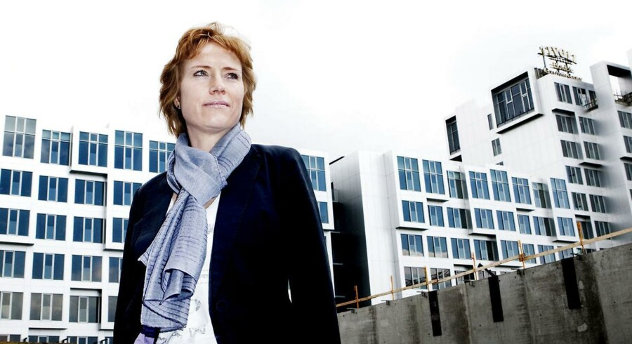Hotelkongen Arp-Hansen vil åbne nyt storhotel i København. Her Dorte Krak, administrerende direktør i selskabet, foran selskabets Tivoli Hotel på Kalvebod Brygge.