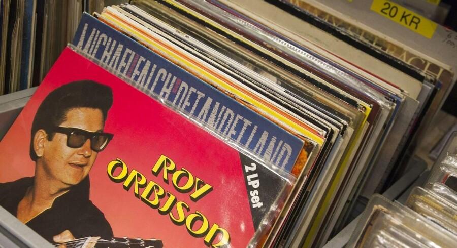 Om det er nostalgi, en forbigående trend eller bedre lyd, kan man altid diskutere. Men til lørdagens pladebørs på Godsbanen var vinyl det nye sort. Igen.