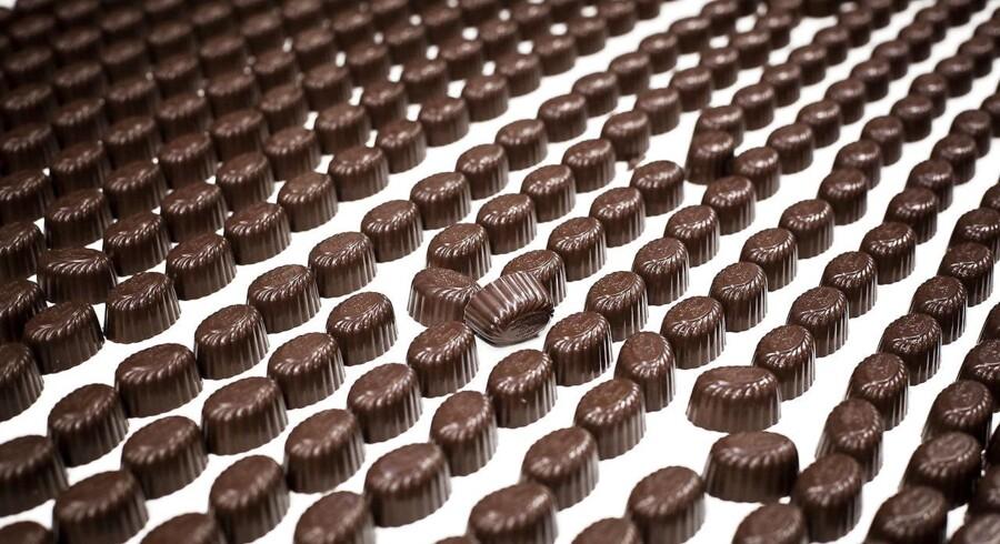 Høje priser på råvarer som mandler og kakao presser indtjeningen hos chokoladeprdoucenten Toms Gruppen.