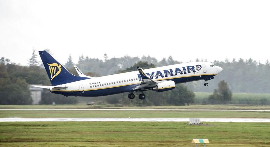 ARKIVFOTO. Ryanair har truet med at lukke alle baser i Danmark, hvis ikke fagbevægelsen dropper trusler om blokade. Det kommer dog ikke til at ske, lyder svaret, med mindre Ryanair laver den overenskomst, de tidligere har nægtet.
