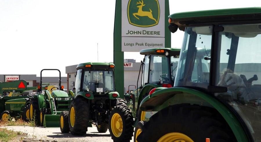 John Deere skriver i sit regnskab, at landbrugssektoren verden over har det svært, hvilket påvirker selskabets salg.