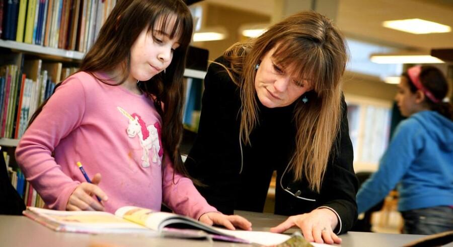 Et flertal af forældre vil helst have, at det er lærerne, som står for skolens lektiecaféer.