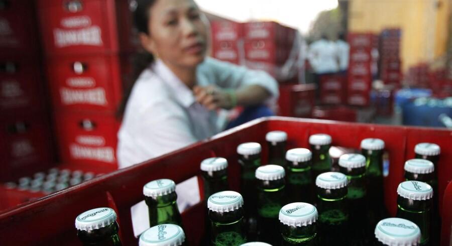 ARKIVFOTO. Onsdagens halvårsregnskab fra Carlsberg vil ifølge analytikernes forventninger bære præg af den aftagende økonomiske vækst i Kina og hård konkurrence med ærkerivalen Heineken på det vietnamesiske marked.