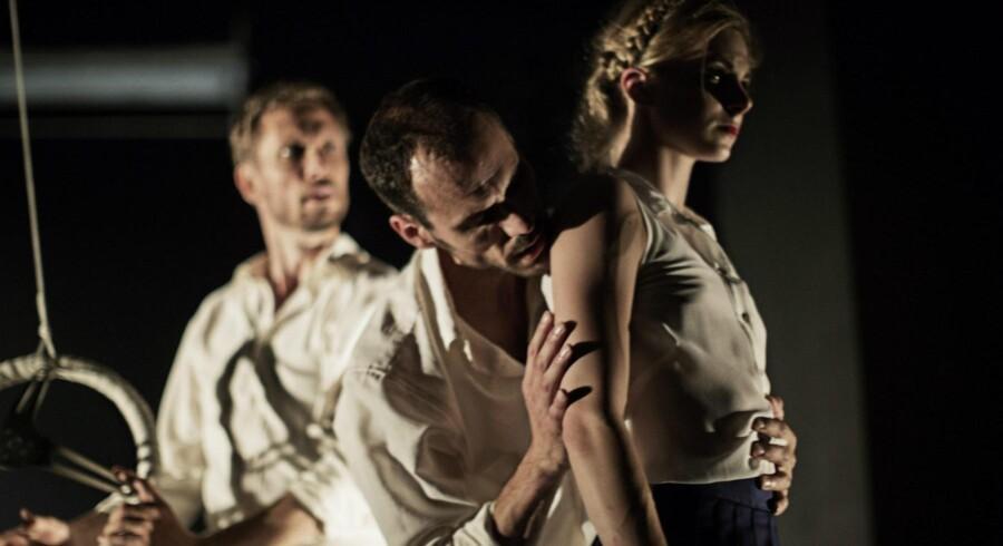 Mads Blangstrup, Gildas Diquero og Ida Praetorius i »Lolita«. Foto: Isak Hoffmeyer